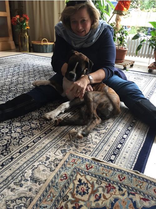 Katharina von der mobilen Praxis für Tierheilkunde MY BEST FRIEND mit einem ihrer Patienten